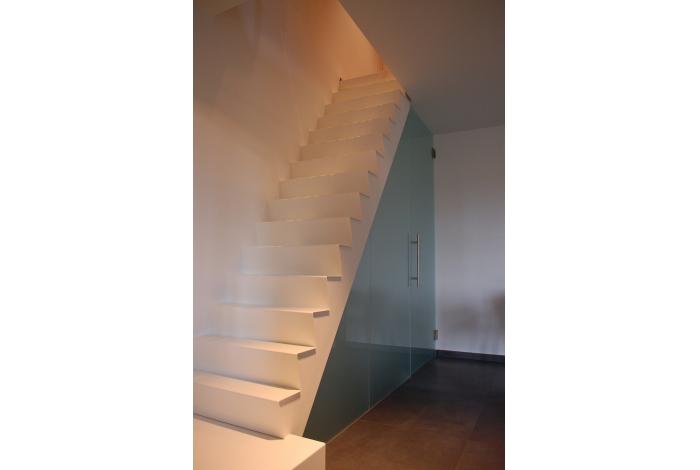 Wim hautekeete maatwerk in metaal deinze realisaties metalen binnentrap - Binnen trap ...